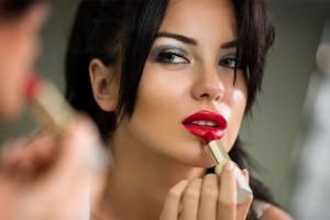 Как выбрать безвредную губную помаду